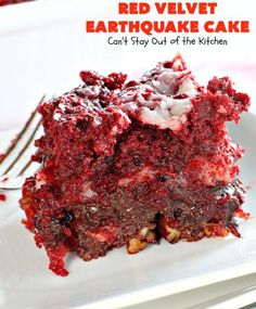 Red Velvet Earthquake Cake is filled with coconut, pecans and chocolate chips along with a cheesecake layer that makes it one of the most scrumptious and decadent desserts you'll ever eat. Earthquake Cake Recipes, Tornado Cake, Bake My Cake, Eat Cake, Red Velvet Cake Mix, Berry Cake, Chocolate Cheesecake, Cake Chocolate, Chocolate Desserts