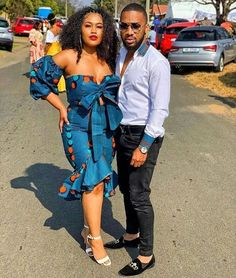 When it comes to clothing style for couples, African fashion is topping the chart. Couples African Outfits, African Dresses For Women, African Print Dresses, African Print Fashion, African Attire, African Fashion Dresses, African Women, African Prints, African Clothes