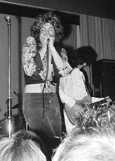 Robert Plant and Jimmy Page perform in Copenhagen in 1968 as The New Yardbirds during their first show with the group that would later be called Led Zeppelin. Happy birthday Jimmy Page! The Band, Great Bands, Cool Bands, John Paul Jones, John Bonham, Jimmy Page, Led Zeppelin I, Robert Plant Led Zeppelin, Hard Rock