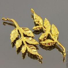 Коннектор-подвеска из латуни Листья с покрытием имитирующим золото для использования в сборке украшений, сережек и колье\r\nМатериал подвески-коннектора латунь с покрытием под золото(ярм маст-50р-1шт0
