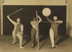 Oskar Schlemmer (choreography), form dance (dancers: Oskar Schlemmer, Werner Siedhoff, Walter Kaminsky), 1927 - Bauhaus