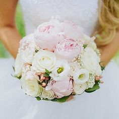 Pivonky ruže a iné drobné kvietky Foro: @lubos_durica_photography  #kvetysilvia #kvetinarstvo #kvety #svadba #love #instagood #cute #follow #photooftheday #beautiful #tagsforlikes #happy #like4like #nature #style #nofilter #pretty #flowers #design #awesome #wedding #home #handmade #flower #summer #bride #weddingday #floral #naturelovers #picoftheday