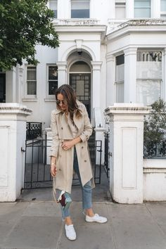 What do you think of my take on this classic London staple? I think sneakers and jeans make it so chic. Click for details: http://frontroe.co/2t54Mno