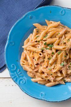 Penne al baffo: panna, prosciutto e pomodoro. Pronti in soli 30 minuti! [Pasta with tomato sauce, heavy cream and ham]