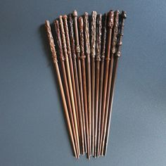 baguettes façon Harry Potter en baguette de bambou et pistolet à colle