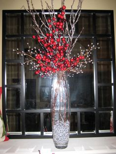 Christmas floral in bullet vase idea Christmas Vases, Christmas Flower Arrangements, Christmas Flowers, Christmas Mantels, Christmas Table Decorations, Decoration Table, Christmas Home, Christmas Holidays, Winter Floral Arrangements