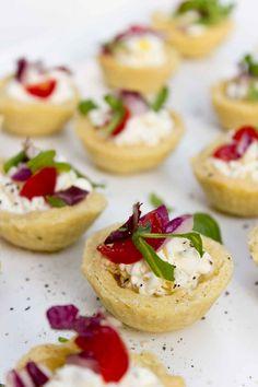 Pasticcini salati al formaggio fresco | La Salsa Aurora