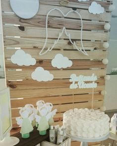 101 fiestas: 10 ideas para un bautizo con palets Christening Shoes, Christening Party, Baptism Party, Boy Baptism, First Communion Decorations, Baptism Decorations, Birthday Party Decorations, Baby Shower Decorations, Birthday Angel