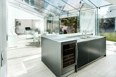 Bright Delightful Traditional House With Modern Glass Extension by AR Design Studio Square Kitchen Sink, Kitchen Design Open, Contemporary Kitchen Design, Glass Kitchen, Kitchen Island, Open Kitchen, Stylish Kitchen, Kitchen Units, Kitchen Living
