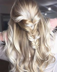 """109 Likes, 6 Comments - Lindsay Algee (@lindsay.alg) on Instagram: """"This fishtail is ready for the beach! 🐠 . . .  #tidalhairlounge #hairinspo #hair #blonde #icyblonde…"""""""