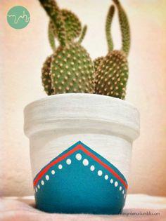 MAHR - macetitas pequeñas pintadas a mano, hechas con amor para que brinden buena energía al espacio en donde estén! Tener una planta, sobre todo cualquier tipo de cactus, ayuda mucho a equilibrar la energía del espacio, sobre todo si es un espacio con una computadora o similar.  Son de diferentes medidas, para mas información escríbenos ;)