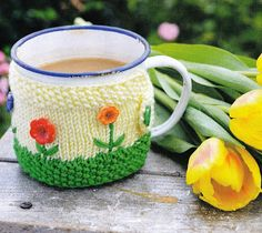 Lynne's Knits: Spring flowers Mug Hug - Knit Today issue 70 - 6 quick knits