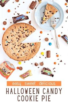 If you didn't finish off your Halloween candy, and are trying to find something to do with it - I have the perfect recipe - Leftover Halloween Candy Cookie Pie! Leftover Candy Cookie Pie is the best way to put that extra candy to use! Halloween Desserts, Halloween Cookies, Halloween Candy, Chocolate Chip Cookie Pie, Mini Chocolate Chips, Cinnamon Toast Crunch, How To Make Cookies, Perfect Food, Christmas Candy
