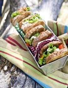 Fetatäytteiset eväsleivät   Kotivinkki Sandwiches, Frozen Birthday Party, Food Styling, Gourmet Recipes, Feta, Food And Drink, Mexican, Lunch, Bread