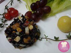 Salada de arroz negro gourmet, chique de doer! http://www.anaclaudianacozinha.com/2013/08/salada-de-arroz-negro-gourmet.html
