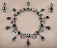 Empress Marie Louise's diamond and emerald earrings and necklace, on display with the French crown jewels in the Louvre's Apollo Gallery (Wikimedia Commons)