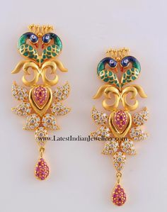 Beautiful gold earrings in peacock style. Peacock Jewelry, Peacock Earrings, Indian Earrings, Indian Jewelry, Bridal Earrings, Gold Earrings Designs, Gold Diamond Earrings, Necklace Designs, Indie