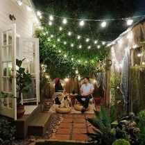 Chic Small Courtyard Garden Design Ideas For You - With an increasing tendency for empty nesters, young couples and singles towards higher density inner city living, and the desire to spend minimal time on maintaining gardens or other outdoor spaces, m Small Courtyard Gardens, Small Courtyards, Small Backyard Gardens, Small Space Gardening, Small Patio, Small Gardens, Pocket Garden Small Spaces, Patio Gardens, Garden Oasis
