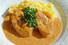 Svinjski lungić u crvenom umaku — Coolinarika Hummus, Kefir, Mashed Potatoes, Pork, Menu, Ethnic Recipes, Dinners, Amazing, Czech Food