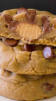 Peanut Butter Chocolate Chip Cookies Reese's peanut butter chocolate chip cookies.Reese's peanut butter chocolate chip cookies. Cookie Desserts, Just Desserts, Cookie Recipes, Delicious Desserts, Dessert Recipes, Dinner Recipes, Yummy Cookies, Yummy Treats, Sweet Treats