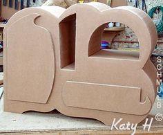 Vrac de mobilier et sculpure en carton