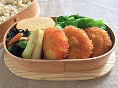 海老ポテト巻フライ(裏ソースレモン別)、白アスパラ地浸、ひじき豆、出汁巻卵、塩茹キャベツ、玄米ご飯320g