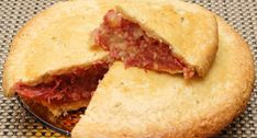 How to Make a Traditional Corned Beef Pie. Corned beef pie is a great dish to make and will go with anything for a snack or as part of a meal. Great with homemade chips, gravy and mushy peas, or anything else that takes your fancy. Canned Corned Beef, Corned Beef Recipes, Beef Pies, How To Make Meatballs, Mushy Peas, Homemade Chips, Beef Hash, No Bake Snacks, Cooking Recipes