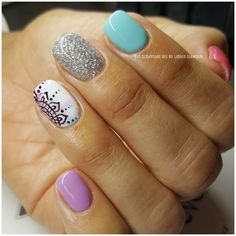 DIY Spring Nail Designs for Short Nails - DIY Cuteness 5 practical ways to apply nail polish without errors Es ist fast eine Prüfung, Nage Nail Polish, Shellac Nails, Glitter Nails, Diy Nails, Acrylic Nails, Spring Nail Art, Spring Nails, Summer Nails, Cute Nails For Spring