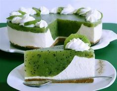 Ingredients for the recipe Kiwi cake For the springform (Ø 26 cm): a bit of grease Baking paper Pastry dough: 125 g We … Cheesecake Recipes, Dessert Recipes, Kiwi Cake, Cupcake Cakes, Food Cakes, Summer Cakes, Sweet Cakes, Cookies Et Biscuits, No Bake Cake