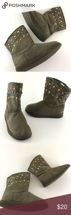 """Old Navy Studded Mid Calf Boots Old Navy   Faux Suede Leather Mid Calf Boots Studded Detail  Women's Shoes Size 8   Nice Pre owned Boots, in Like New Condtion  No Holes, Stain fading or Foot Imprints  No Missing Studs  Original Box is not included   Heel Height:1""""  Circumference:6.5""""  Boot Shaft:7.5""""    Item comes from a pet free/smoke free clean environment  please contact me for any additional questions  I offer combined shipping Old Navy Shoes Ankle Boots & Booties"""