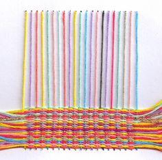 Telar / Loom Por Belén  Cartón + hilo = cómo combatir una tarde de tedio infantil ;)    -    O cómo fabricarte un telar con un simple cartón-.