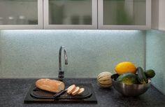 Keittiön välitilat - Essi's by Lasilinkki Sink, Kitchen, Home Decor, Sink Tops, Vessel Sink, Cooking, Decoration Home, Room Decor, Vanity Basin