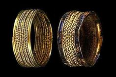 QueenPu-abi's gold rings from the ancient tomb of Ur - Mesopotamia