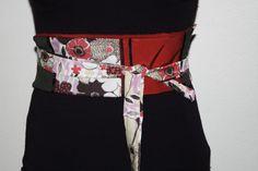Tutoriel expliquant comment coudre une ceinture en tissu. Pratique pour utiliser ses chutes de tissu. Difficulté : très facile / débutant.