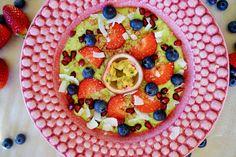Grønn smoothiebowl à la Tone Frisk, Granola, Fruit Salad, Acai Bowl, Smoothies, Bowls, Mango, Breakfast, Food