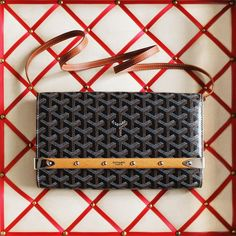 Introducing the Monte Carlo clutch in PM size Complete with a detachable leather strap, this small-sized offering brings a new urban edge to one of Goyard's most beloved classics whilst retaining all the old school chic of its larger-sized forebearer via New Handbags, Luxury Handbags, Goyard Clutch, Monte Carlo, Chanel Boy Bag, Handbag Accessories, Louis Vuitton Damier, Bring It On, Product Launch