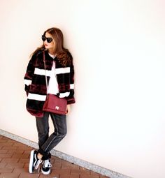 I was wearing: Mariuccia Milano fur coat, Caleidos bag, Double Agent jeans, Vans old skool sneakers.