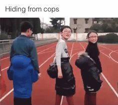 Zoki Humor: Hiding from cops Funny Shit, Funny Posts, Funny Memes, Funny Gifs, Funny Stuff, Funny Black People Memes, Funny People Quotes, Funny Cartoons, Funny Pranks