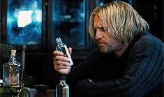 Catching Fire haymitch abernathy thgedit kgif cfedit ohjaimelannister on the roll???