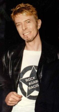 All The Nobody People David Bowie Fashion, Ziggy Played Guitar, Mick Ronson, David Bowie Ziggy, The Thin White Duke, Pretty Star, Ziggy Stardust, Music Icon, Most Beautiful Man