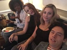 Ashleigh Murray, Madelaine Petsch, Lili Reinhart, and Cole Sprouse - Situsku Watch Riverdale, Bughead Riverdale, Riverdale Funny, Riverdale Memes, Riverdale Betty, Archie Comics, The Cw, Lili Reinhart And Cole Sprouse, Riverdale Cole Sprouse