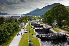 The small village of Banavie, just four miles north of Fort William, is overlooked by the magnificent Ben Nevis and is home to the impressive Neptune& Staircase. Scotland Tourism, Yacht World, Places In Scotland, Ben Nevis, Fort William, Hidden Beach, Scottish Highlands, East Coast, The Good Place