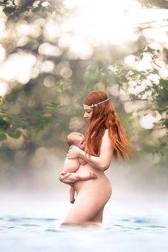 15 breathtaking photos of mothers breastfeeding (NSFW)