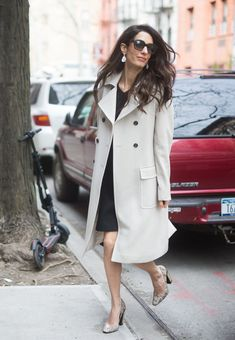Amal Clooney has an amazing shoe collection, from classic pumps to edgy boots. We rounded up how to get her best shoes on a fast-fashion budget. Fast Fashion, Budget Fashion, Star Fashion, Amal Clooney, Office Fashion, Work Fashion, Street Fashion, Combat Boot Outfits, Workwear