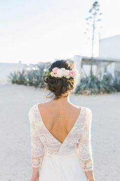 Summery Boho Vintage Wedding Inspiration from Southern Italy - Chic Vintage Brides : Chic Vintage Brides Chic Vintage Brides, Bridal Shoot, Boho Hairstyles, Romantic Weddings, Flowers In Hair, Southern Italy, Foto E Video, Wedding Inspiration, Flower Girl Dresses