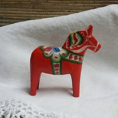 Check out this item in my Etsy shop https://www.etsy.com/listing/526487064/vintage-swedish-small-dala-horse-folk