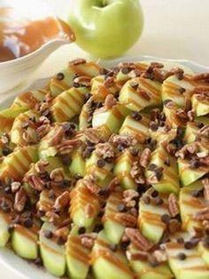 Apple Nachos- easiest way to share a caramel apple! Healthy Treats, Healthy Eating, Healthy Recipes, Halloween Food For Adults, Apple Nachos, Good Food, Yummy Food, Apple Recipes, Apple Desserts
