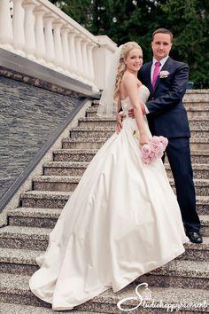 Must have -Dokumentaarinen Hääkuvaus - Haikko Wedding Pictures, Wedding Ideas, Wedding Dresses, Fashion, Bride Gowns, Wedding Gowns, Moda, La Mode, Weding Dresses