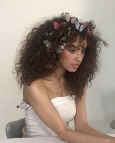 Hair Care Tips That You Shouldn't Pass Up. If you don't like your hair, you are not alone. Hair Inspo, Hair Inspiration, Pretty People, Beautiful People, Curly Hair Styles, Natural Hair Styles, Photographie Portrait Inspiration, Aesthetic Hair, Aesthetic Women