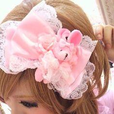 Hime style hair bow with teddy bear...where can you get those tiny teddy bears? T_T need tiny teddy bears!!!